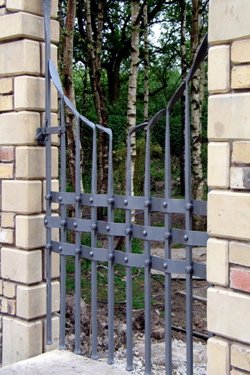 frameless contemporary arched gate