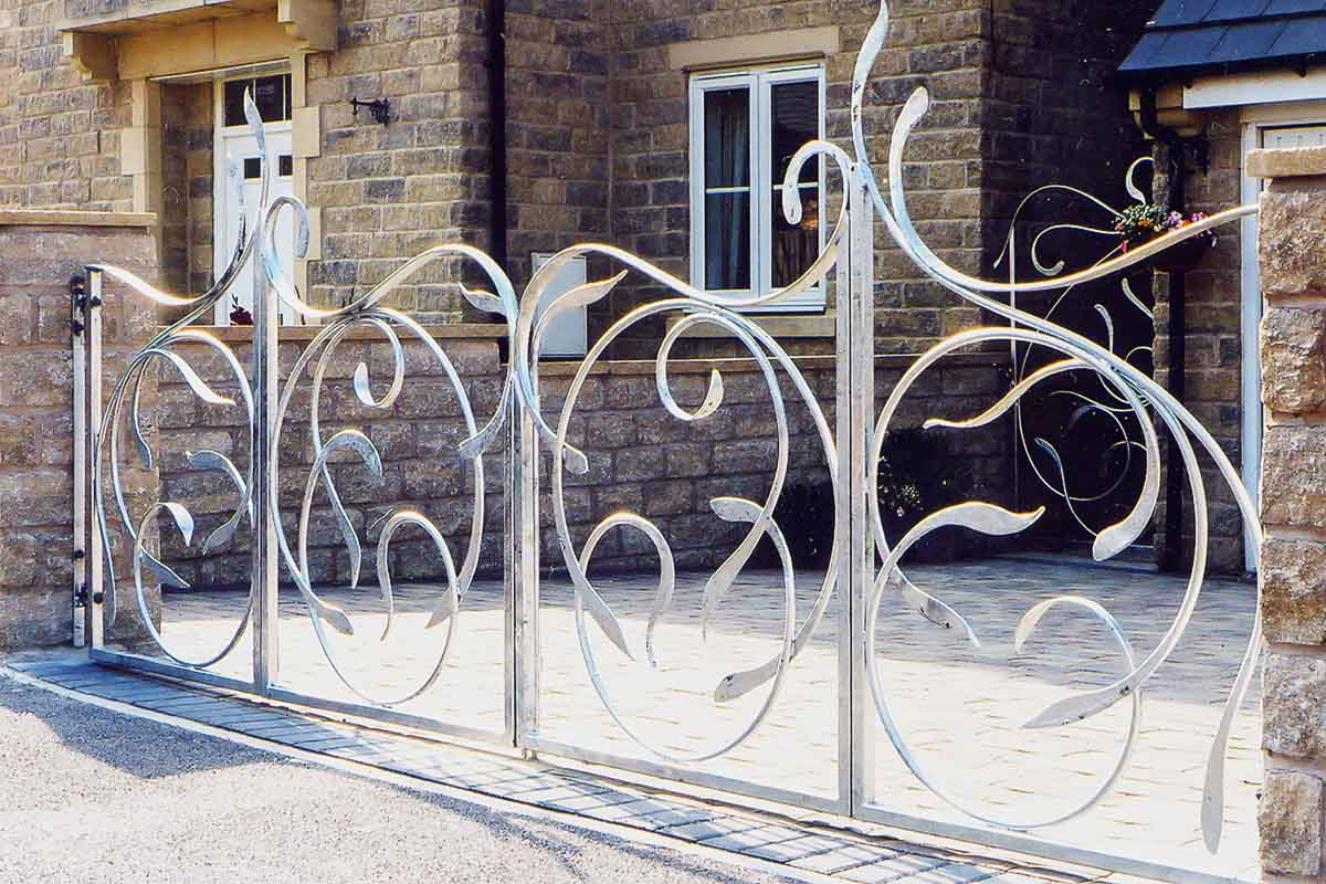 Bifold gates design inspired by sea