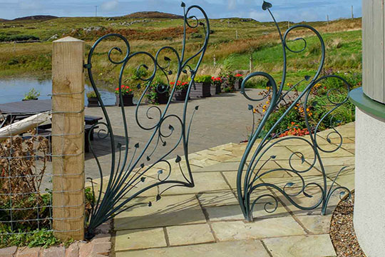 Handmade-Nature-Inspired-Frameless-Gate-and-Railing